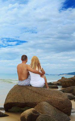 honeymoon couple vert