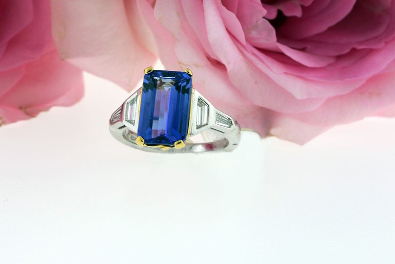 Sapphire set in platinum or white gold