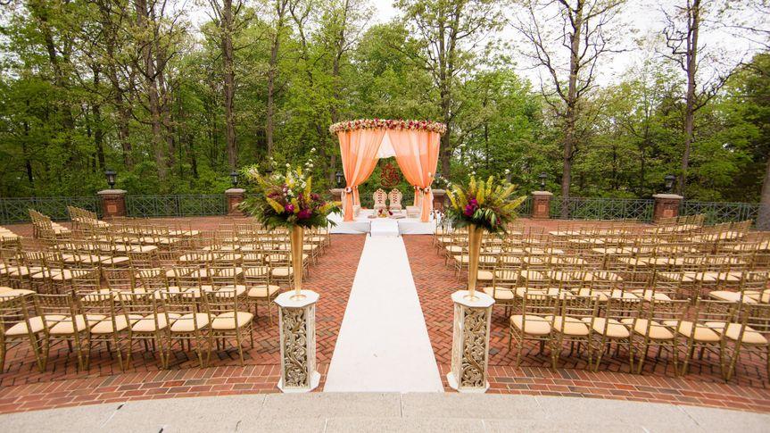 631bb803fc2ba21b 1482251882228 shafali and collin wedding 05 ceremony decor 000