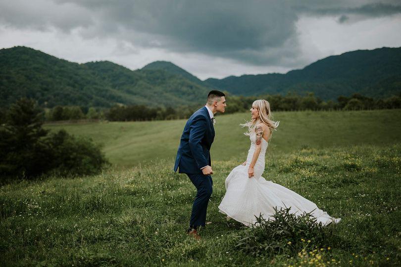 Wedding couple in the Blue Ridge Mountains