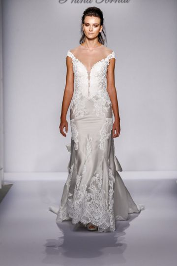 Kleinfeld bridal dress attire nationwide weddingwire 800x800 1450435519838 fw16pninatornai053 junglespirit Images
