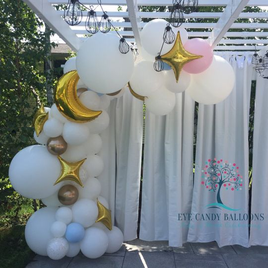 Organic balloon demi-arch