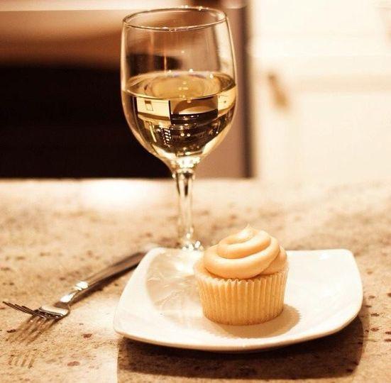 kupcakerie with wine