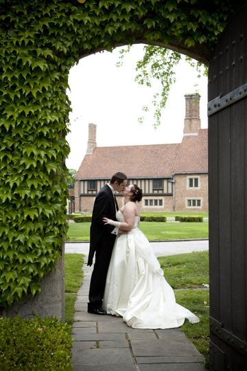 Kissing under an arch