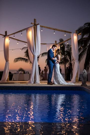 Newlyweds at the poolside