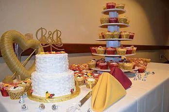One of my favorite Wedding cake presentations.