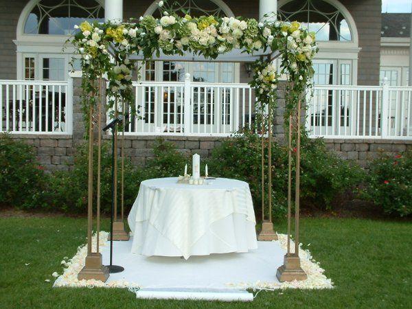 Arc flower arrangement