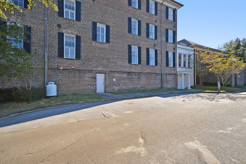 Back Exterior (3 Parking spaces)