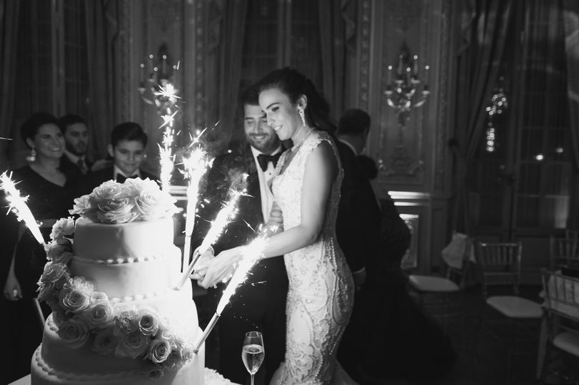 Wedding-cate cutting