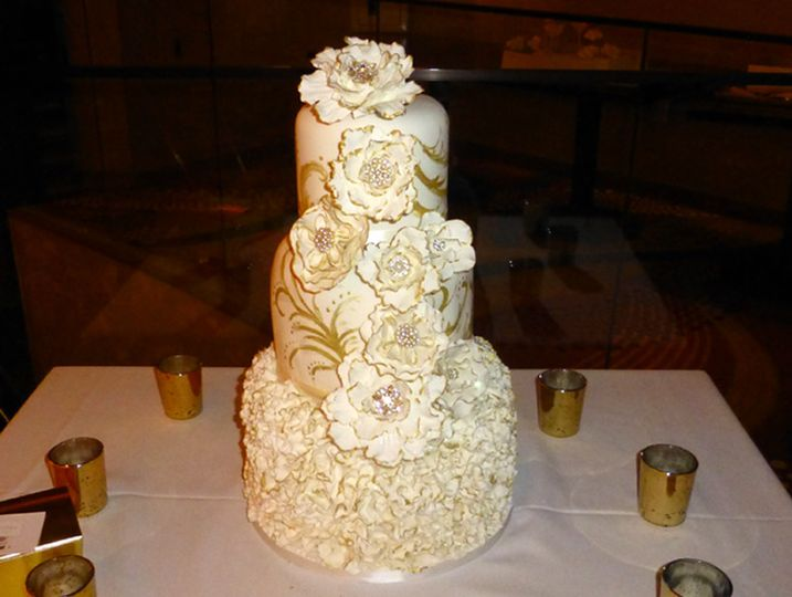 Elegant Gold Tipped Cake