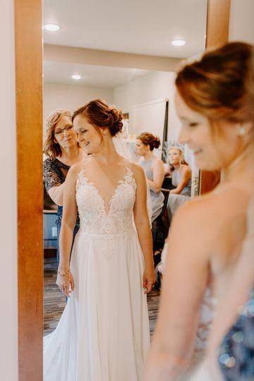 Getting ready – Skyler & Vhan Photography