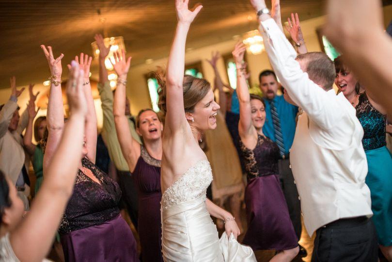 dancing wedding dj 04 1024x683
