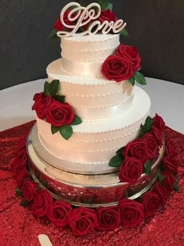 Tmx Red Rose Presentation With Edible Pearl Trim 51 1029339 157836611289768 Milwaukee, Wisconsin wedding cake