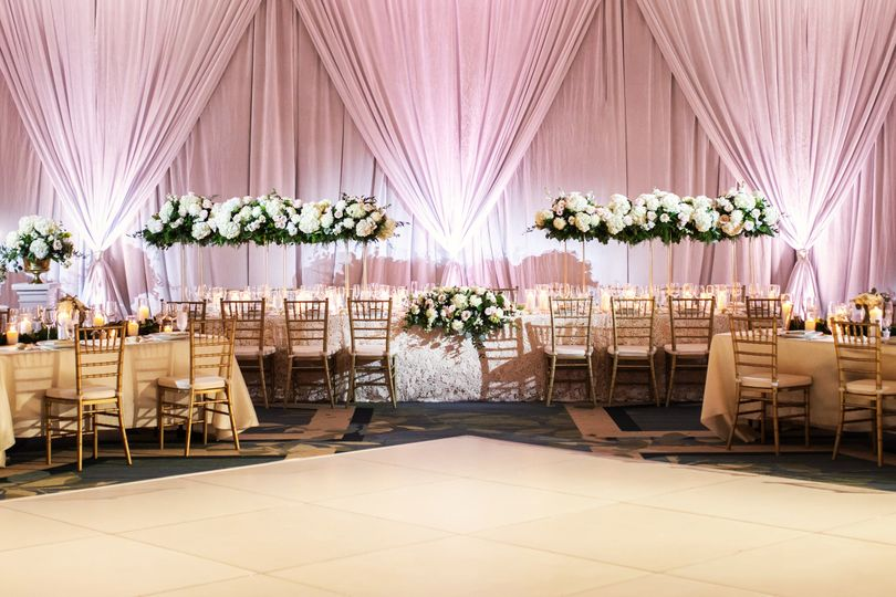 Head table arrangement and backdrop