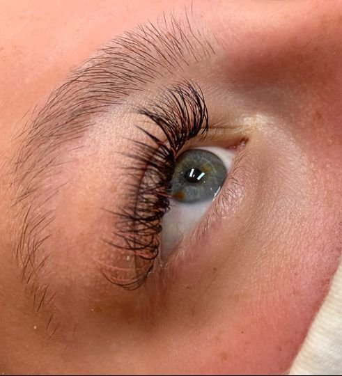 Hybrid with Pink Lashes
