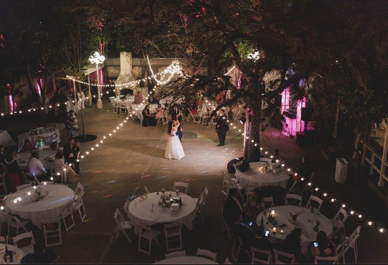5098acd181b3cc1c 1508264402248 wedding reception courtyard night pink