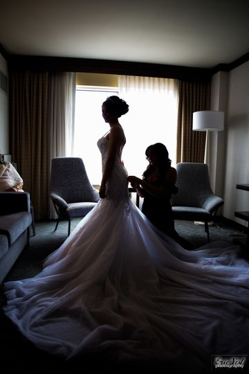 Bride against the light | Photo by Eric Vest Photography