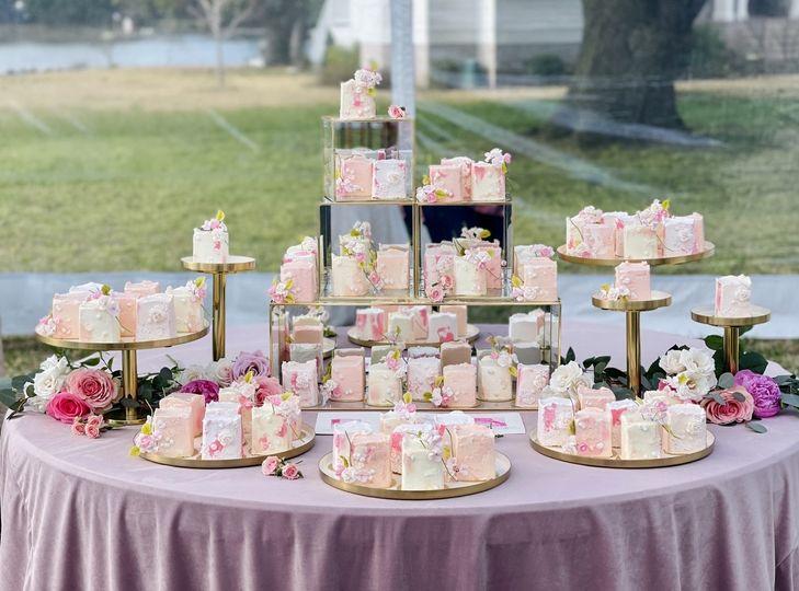 Mini Cakes + sugar flowers