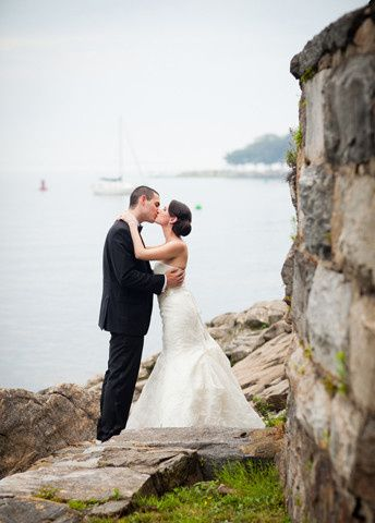 Kiss by the sea