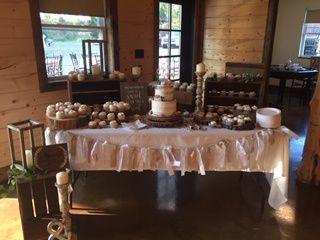 Tmx Cake Table 51 1965539 160303964785725 Peculiar, MO wedding venue