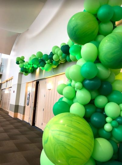 40 feet of balloon garland
