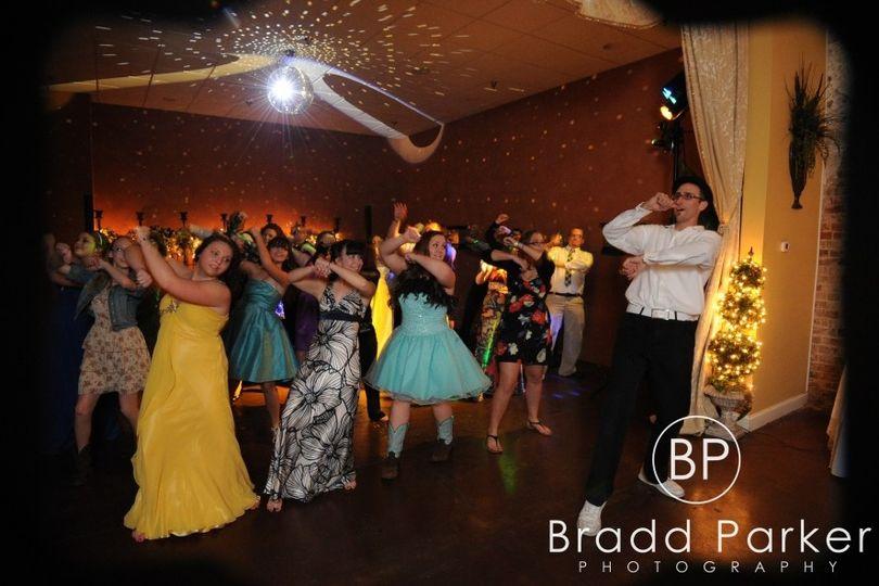 dj mark dancing