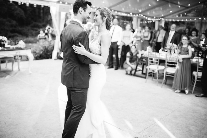 amyjamie firstdance anthonywaynehouse wedding image 1 51 914639