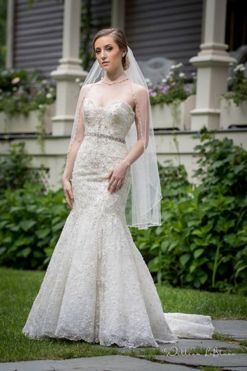 Sleek mermaid tail wedding dress