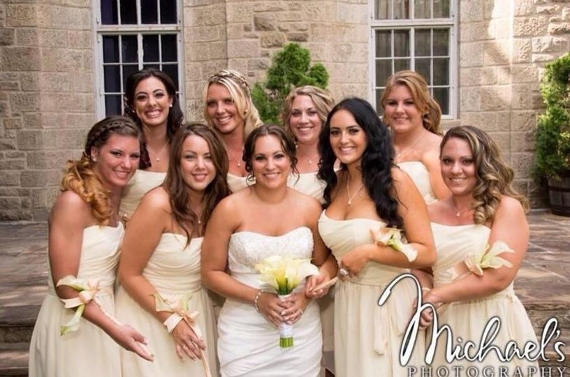 Bride and bridesmaids' photoshoot