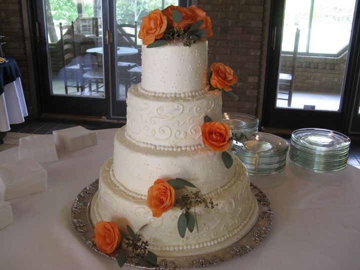 cake with coral colored roses