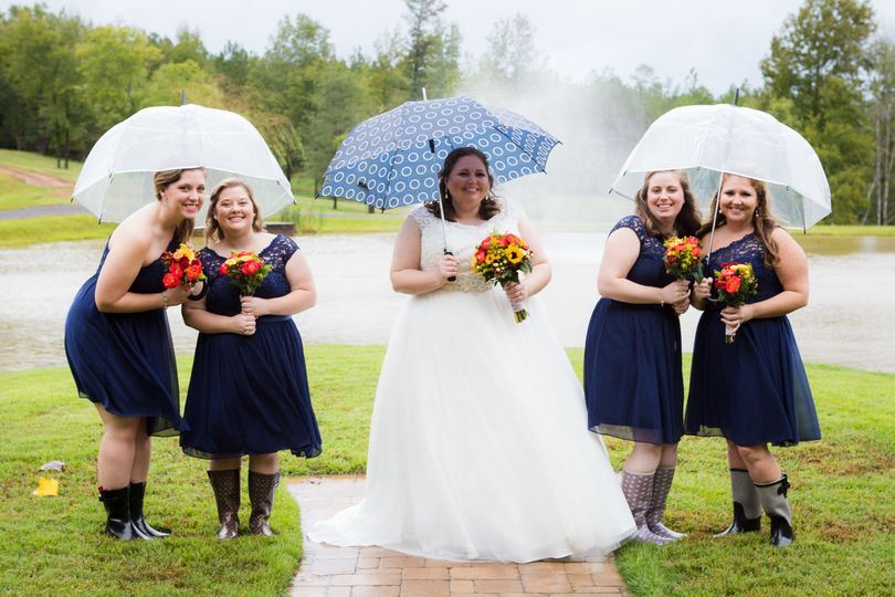 Bride photo with her bridesmaids