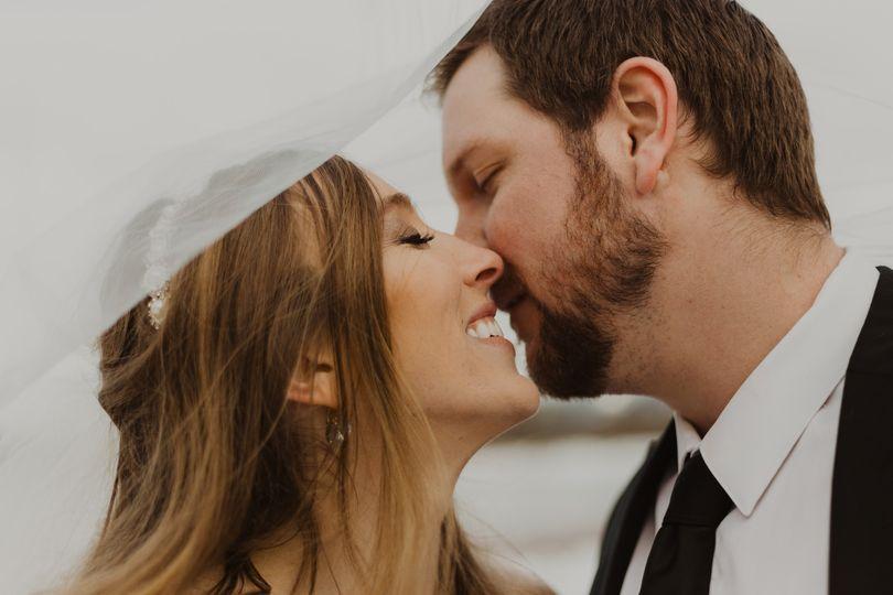 Kiss beneath the veil