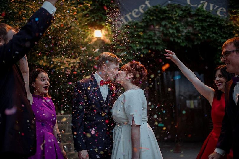 confetti wedding kiss wabasha street caves st paul