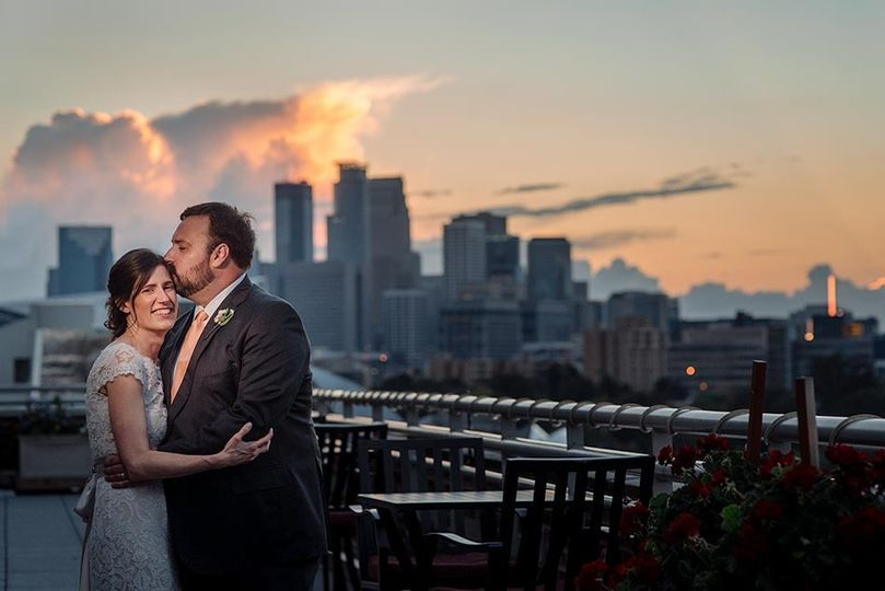 minneapolis skyline bride and groom at campus club