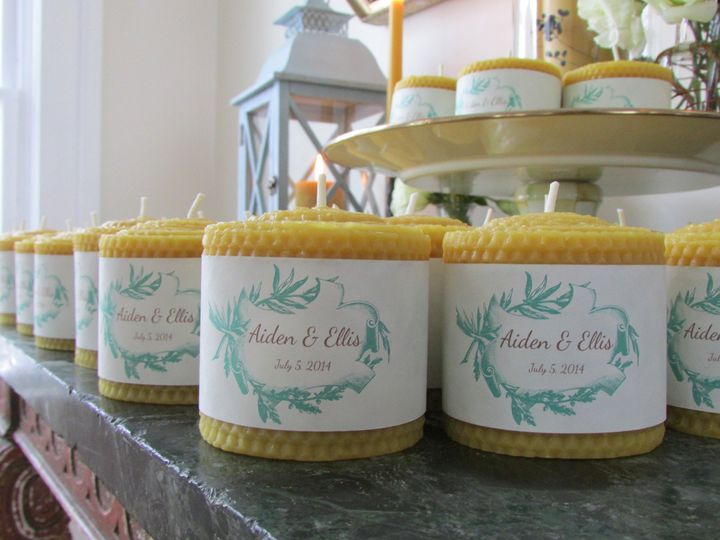 Beautiful personalized wedding (party) favors: Candles make wonderful gifts for your guests,...