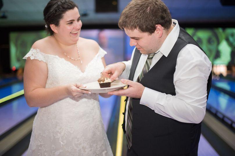 Couple Cuts Wedding Cupcake