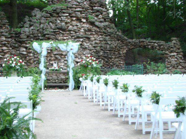 A lovely bridal arch in the grotto.