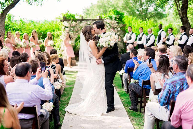 Outdoor wedding ceremony - pharris photograpy.