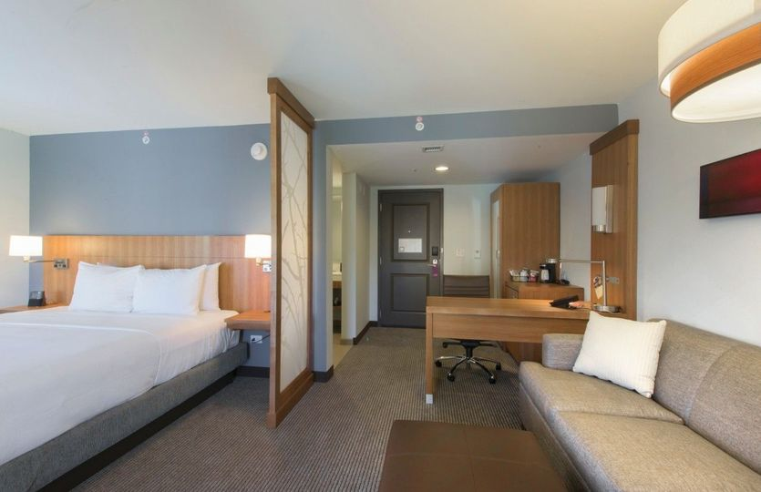 Single king standard room