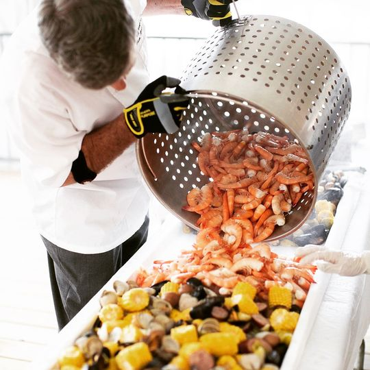 Building the shrimp boil
