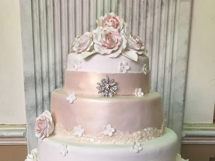 Tmx 1494376566865 White Rolled Fondant Scrunchies Rolled Fondant Air Bronx wedding cake