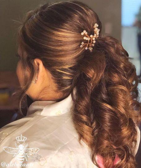 Semi-ponytail