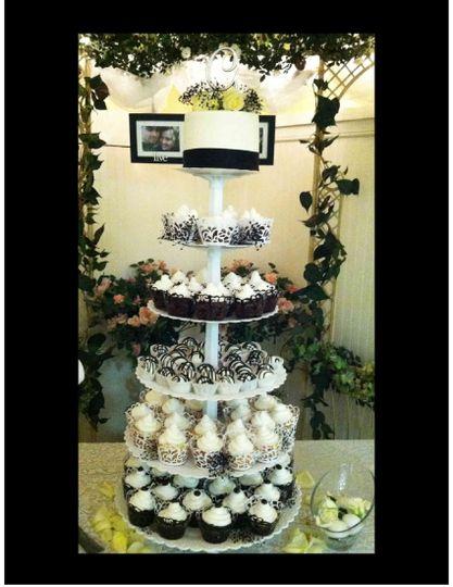 danielle cupcake wedding image