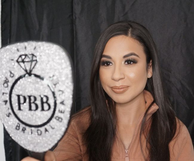 Bridal makeup airbrush