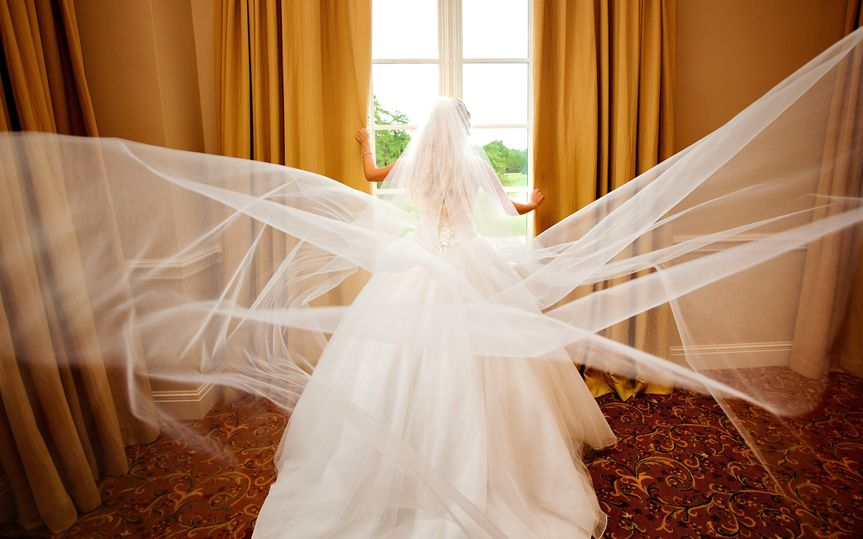 Bride with long veil at River Ridge Country Club