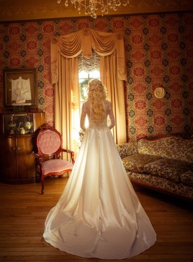 Bride about to walk down the aisle at the Preston Woodall House