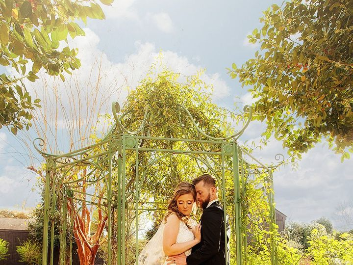 Tmx 1527261135 5a995577b02eb99b 1527261133 2683d497a05e689c 1527261132920 2 Barclay Villa MG 1 Fayetteville wedding photography