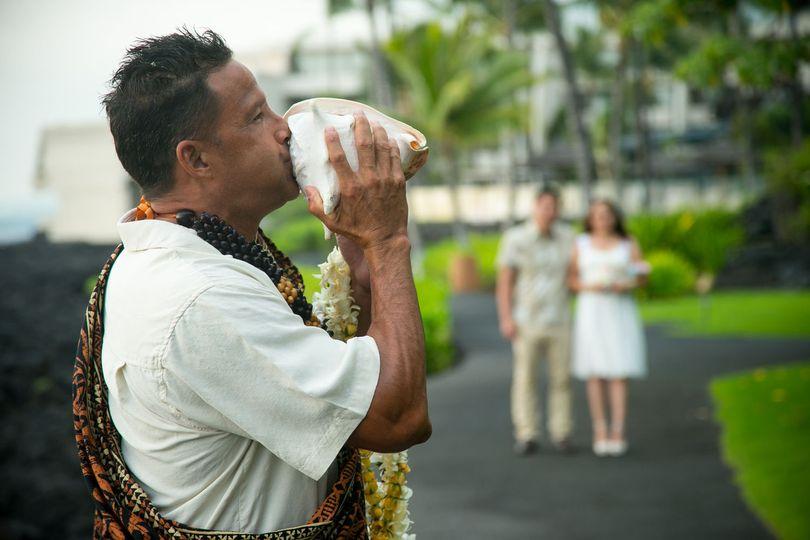 Traditional Hawaiian Ceremony officiant
