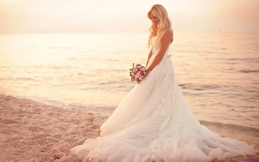 av wedding photos beach bride