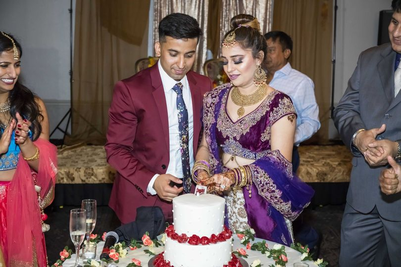 Cutting the cake - Addiel Photo and Video